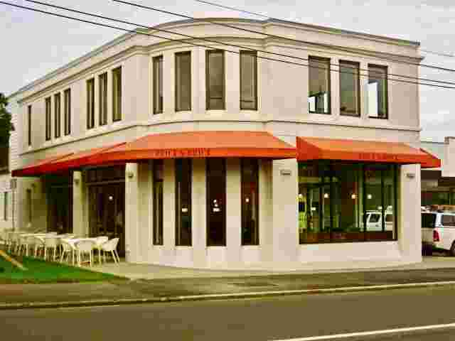 Fixed Frame Awnings - Fixed Frame Wedge awnings with curved corner section on Cafe in Auckland copy.jpg